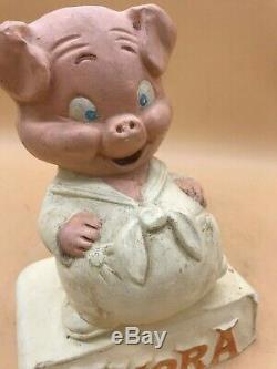 AMORA. COCHON PUBLICITAIRE en TABLIER de BOUCHER en PLATRE POLYCHROME PIG