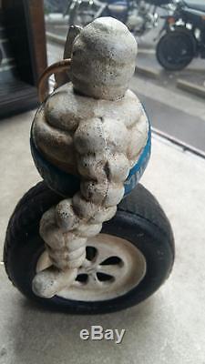 Ancien BIBENDUM MICHELIN sur pneu en fonte années 50-60