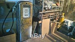 Ancienne pompe a essence boutillon volucompteur