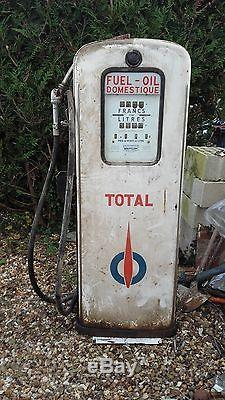 Ancienne pompe a essence total