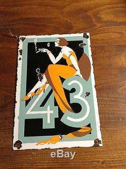 Plaque emaillée ancienne LA FEMME A LA CIGARETTE 43 pas d emaillerie