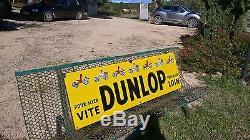 Plaque émaillée ancienne garage pneus Dunlop. Etat rare