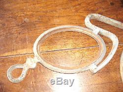 Rare plaque enseigne ancienne d'opticien, forme lorgnons en fonte XIX ème