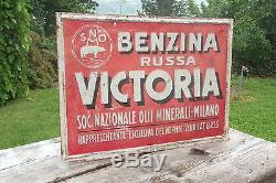 Vecchia Insegna Pubblicitaria Latta Benzina Russa Victoria
